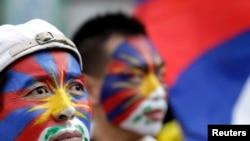 Des activistes tibétains manifestant dimanche à Taipei