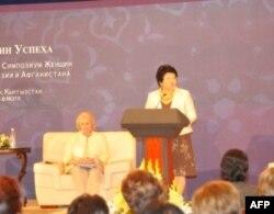 Prezident Roza Otunbayeva fikricha mikrokredit berish xotin-qizlarni iqtisodga jalb etishning effektiv yo'lidir