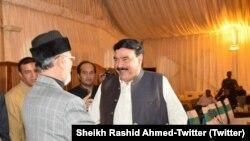 شیخ رشید عوامی تحریک کے سربراہ طاہر القادری سے ملاقات کے لیے آرہے ہیں (فائل فوٹو)