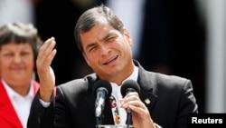 """El presidente de Ecuador Rafael Correa tilda de """"calumniadores"""" a quienes lo acusan de genocidio."""