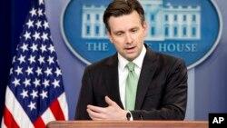 Phát ngôn viên Tòa Bạch Ốc Josh Earnest tại một cuộc họp báo hôm 15/3.