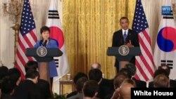 美国总统奥巴马和韩国总统朴槿惠(左)5月7日在白宫举行联合记者会