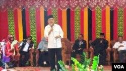 Cawapres Jusuf Kalla melakukan kampanye perdana dengan memberikan orasi politik di Tidjue Pidie, Aceh hari Kamis (5/6).