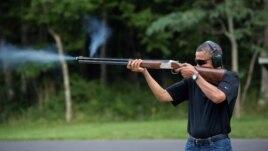 Foto e Presidentit duke bërë qitje