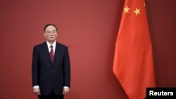 Ủy viên Thường vụ Bộ chính trị Trung Quốc Vương Kỳ Sơn