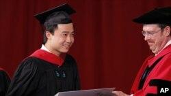 薄瓜瓜在哈佛大學畢業照
