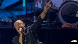 Penyanyi Inggris Phil Collins saat tampil di Auditorio Citibanamex di Monterrey, Meksiko, 6 Maret 2018.