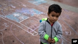 美墨邊境墨西哥一側的一名墨西哥兒童(資料照片)