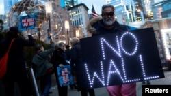 Protest u New Yorku protiv odluke Donalda Trumpa o vanrednom stanju