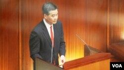 香港行政長官梁振英是主權移交中國15年來,第一位上任不夠半年就面對立法會不信任動議的特首