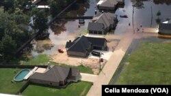 Vista aérea de la inundación causada por el huracán Harvey en Houston, Texas. Foto: Celia Mendoza, VOA.