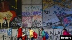 Brussels Schools, Metro Reopen