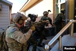 Tentara AS dan Korea Selatan dalam sebuah latihan militer besama di Korsel (foto: dok).