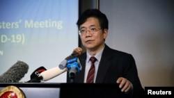 中国驻东盟大使邓锡军在印尼雅加达的一个记者会上讲话。(2020年2月21日)