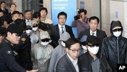 인천공항에 입국하는 탈북자들