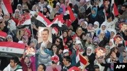 Prizor sa jučerašnjih demonstracija u znak podrške sirijskom predsedniku Bašaru al-Asadu, u gradu Alepo, ne severu zemlje