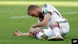 Cầu thủ Christoph Kramer của Đức bị va chạm vào đầu trong trận chung kết với Argentina nhưng vẫn được phép thi đấu tiếp 15 phút nữa trong trạng thái choáng váng.