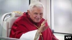 Papa Benedikt XIV prilikom dolaska u posetu Španiji