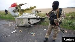 克里米亚亲俄罗斯的分裂主义者在马航MH17航班坠机现场