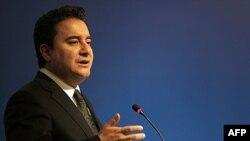 Başbakan Yardımcısı ve Maliye Bakanı Ali Babacan ekonomik büyüme hızının gelecek yıl yavaşlamasının beklendiğini açıkladı