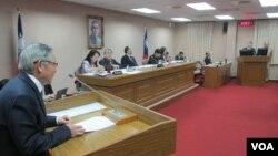 台灣立法院外交及國防委員會星期四質詢的情形(美國之音張永泰拍攝)