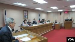 台湾立法院外交及国防委员会星期四质询的情形(美国之音张永泰拍摄)