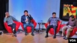 Dari kiri: Prof. Azyumardi Azra (IAIN Syarif Hidayatullah), Erick Tohir (Pengusaha), Dr. Muhammad Ali (Dosen Studi Islam Universitas California) dalam diskusi tentang Islam di Amerika di @Amerika, Jakarta, Kamis 19/11 (VOA: Fathiyah).