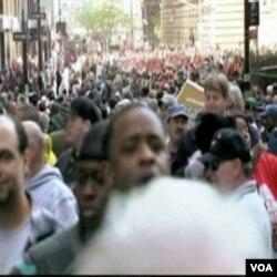 Na hiljde ljudi je u New Yorku demonstriralo, okrivljujući pohlepu korporacija za ekonosmke teškoće