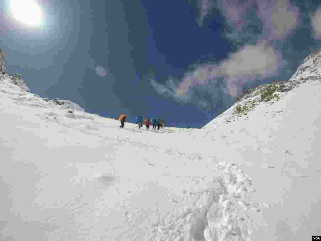 ارتفاعات قله جانستون، روستای آبنیک فشم تهران عکس: محمود عبدالمالکی(ارسالی شما)