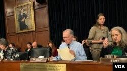 众议院拨款委员会军事小组主席维斯克洛斯基2019年5月1日主持听证会(美国之音黎堡拍摄)