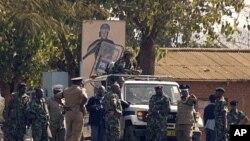 Des patrouilles de polices dans les rues de Lilongwe, le 20 juillet 2011