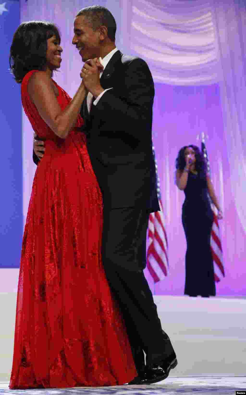 مدھر دھن پر صدر اوباما کا رقص