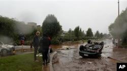 澳大利亞洪水造成至少九人喪生和財物嚴重損失