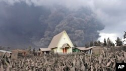 Vulkan Maunt Sinabund na severu Sumatre, 6. januara 2014.