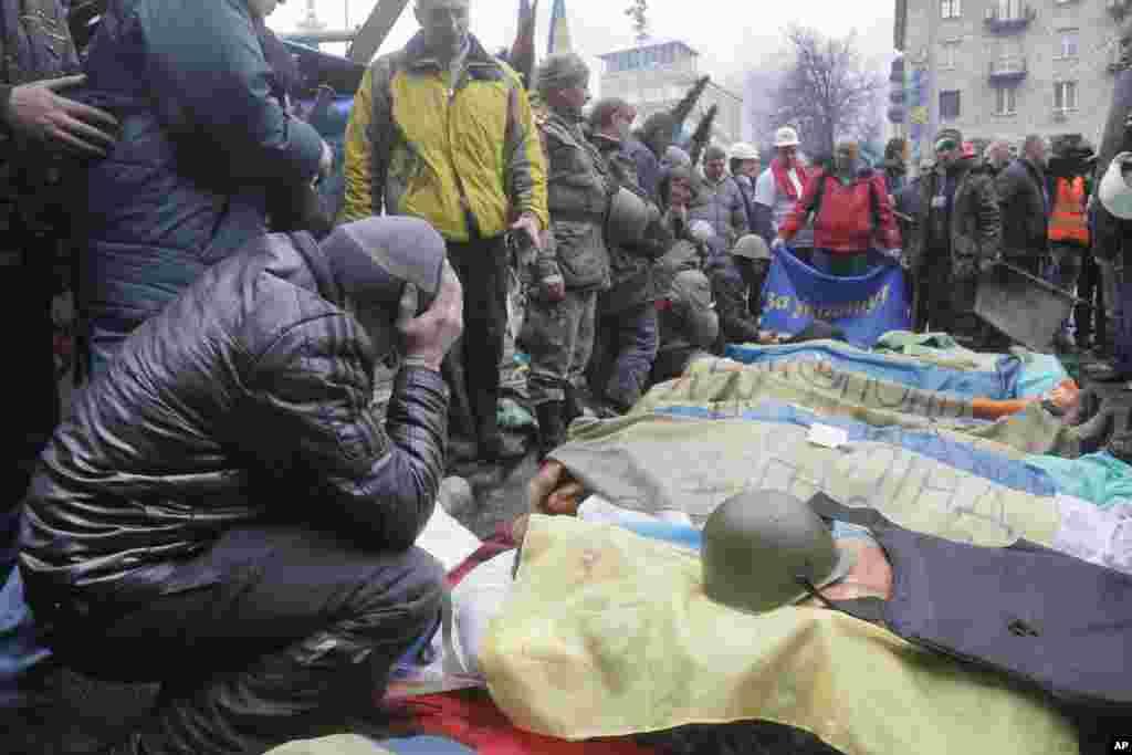 Bu hün Kiyevdə polislə toqquşma zamanı onlarla insan həlak olub - Kiyev, 20 yanvar, 2014