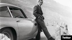 James Bond dan mobil buatan Aston Martin (foto: ilustrasi).