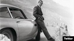 جیمز باند به راندن خودروهای استون مارتین مشهور است