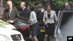 Prince Williams' fiancee Kate Middleton leaves Westminster Abbey with her mother Carole and Prince Harry, en route to Clarence House in London, April 28, 2011