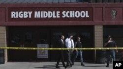 Policija ispred osnovne škole Rigby u Idahu (Foto: John Roark /The Idaho Post-Register via AP)