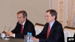 Germaniya va AQShning Afg'oniston va Pokiston bo'yicha maxsus vakillari Mikael Stayner va Mark Grossman prezident Karimov huzurida, 11-oktabr, 2011-yil