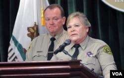 洛杉矶县警长麦克唐奈和警官格哈特