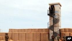 Leşkerên Tûnisî li ser sîborê Lîbya