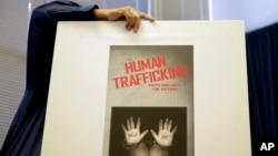 Cảnh sát Trung Quốc được trích lời nói rằng quan hệ kinh tế gần gũi giữa hai nước đã dẫn tới tình trạng gia tăng các vụ buôn lậu ma túy và buôn người.