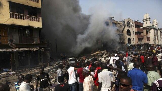 l'incendie de résidences et d'un entrepot dans le quartier de Lagos Island à Lagos, Nigeria, 26 décembre 2012.