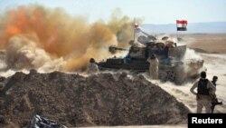 Pasukan Irak melancarkan serangan ke arah sasaran militan ISIS dari pinggiran Tal Afar, Minggu (20/8).