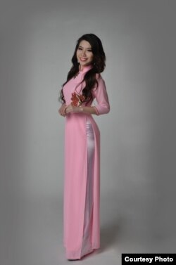 Vietnamese American delegate at Miss Asian Global and Miss Asian America 2015 Theresa Nguy ao dai 2