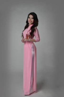 Vietnamese American delegate at Miss Asian Global and Miss Asian America 2015 Theresa Nguy ao dai 2