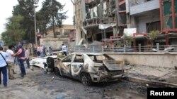 3일 시리아 정부군이 점령한 알레포 일부 지역에 공습이 있은 후, 기자와 시민들이 피해 현장에 모여들었다. (자료사진)