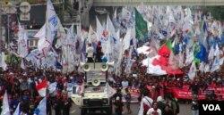 印度尼西亚工人在五一国际劳动节期间举行游行