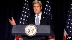 El secretario de Estado, de EE.UU., John Kerry, critica a Rusia y Siria por sus acciones militares en suelo sirio.